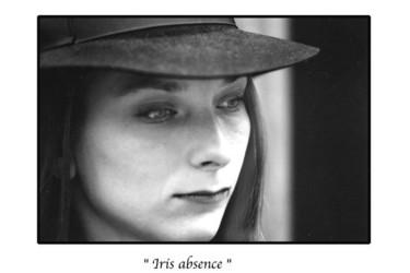 Iris absence